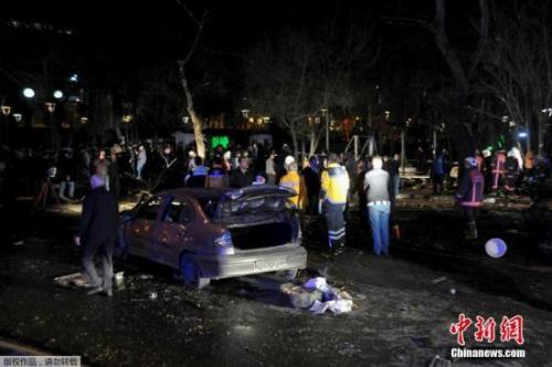 """3月13日18时35分,安卡拉市核心红月牙广场的""""信赖公园""""阁下一公交车站发作汽车爆破攻击事情,这起事情的殒命人数已回升至37人。"""