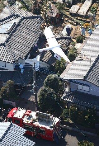 一滑翔机坠落在日本千叶县住宅区 机上2人死亡