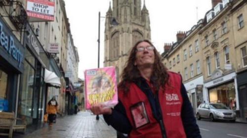 英国街头乞丐反而接济过路穷女子 两人终成眷属