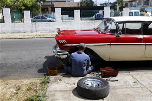 奥巴马开启历史性访古巴行程 美古互伸橄榄枝