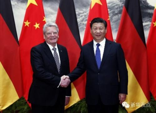 2016年3月21日,国家主席习近平在北京人民大会堂同德国总统高克举行会谈。(新华社{tmkeyword} 鞠鹏 摄)