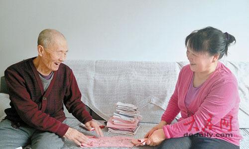 孝顺儿媳伺候瘫痪公婆_连父亲92岁发小也照顾(图)_大香蕉新闻乐点彩票大发不时彩