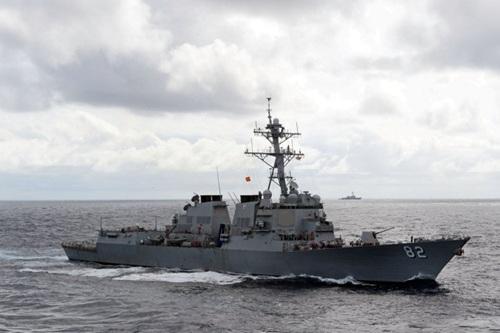 """突入国家南海岛礁12海里的美军""""拉森""""号导弹驱赶舰"""