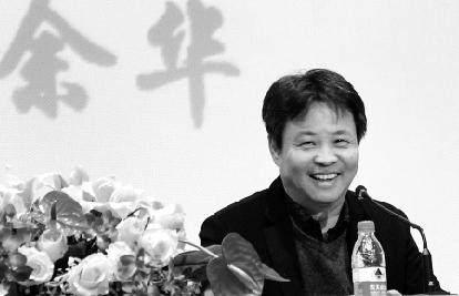 余华作讲座时风趣而幽默。图片来源:钱江晚报 俞跃 摄