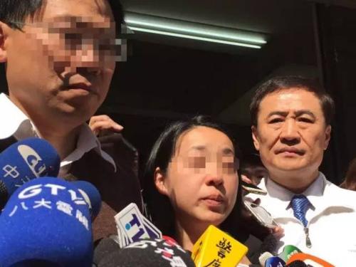 被害女童的父亲(左)与母亲(中)受访