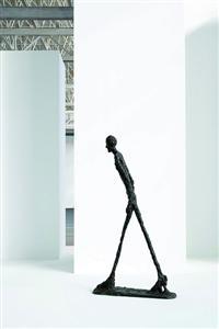 贾科梅蒂创作的 《行走的人》是现代艺术史上的经典之作。