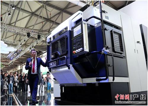 沈阳机床董事长关锡友介绍最新智能机床产品