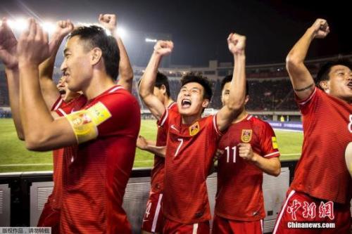 国足奇观般杀入12强赛,间隔国际杯更进一步。