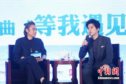 吴秀波自称是李健粉丝:痴迷他在公共场合的样子 [有意思]