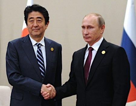 资料图:普京与安倍(左)