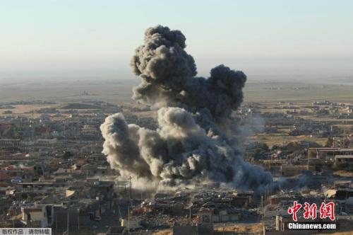 """美军对""""伊斯兰国""""据点停止空袭。"""