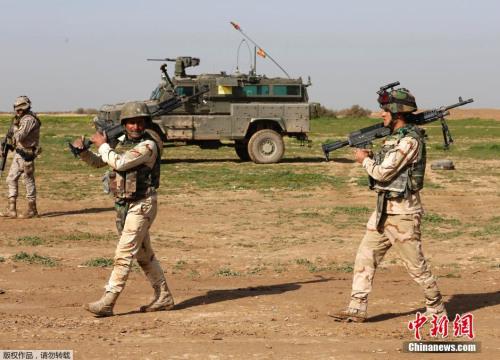 美国帮忙伊拉克戎行停止锻炼。
