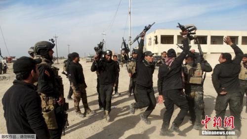 与极其安排作战的伊拉克戎行。