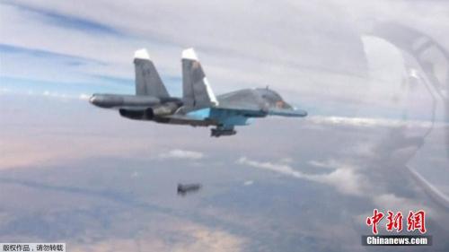 """俄罗斯战机向""""伊斯兰国""""目的投弹。"""