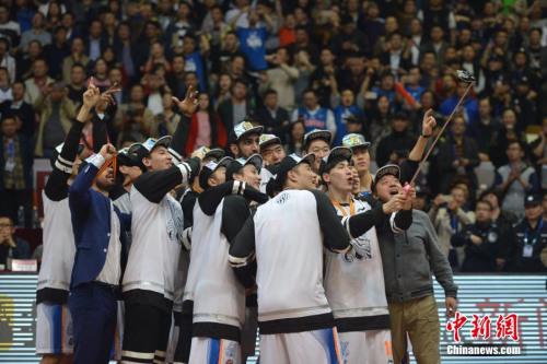 2015-2016赛季的CBA联赛以四川金强的夺冠闭幕。