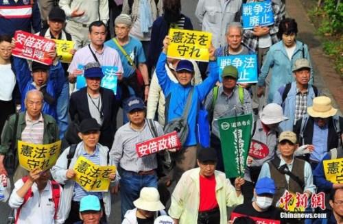 """5月3日正值日本的""""宪法留念日"""",数万大众当天在东京举办会议呐喊保护战争宪法,否决安倍政权希图修宪之举。"""