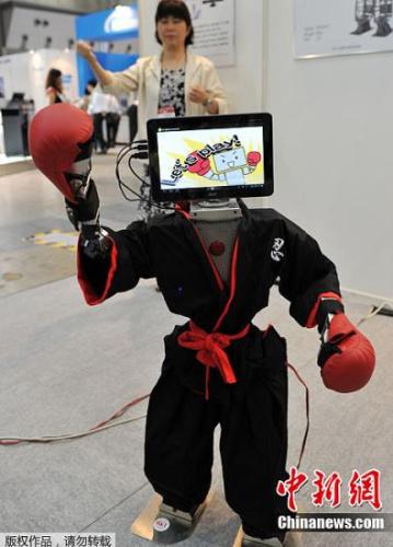 """日本要开""""机器人王国"""":它们掌勺歌舞全都会"""