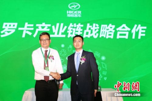 国内销售公司总经理尤炳辉与斑马快跑签署战略合作协议