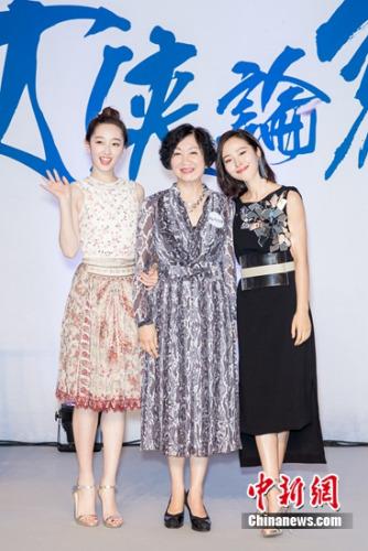 蒋梦婕(左)、鲍起静(中)、江一燕(右)
