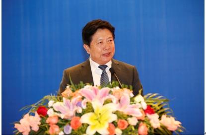 中国汽车技术研究中心副主任张建伟主持会议