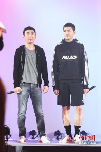 王思聪(左)与吴亦凡合影