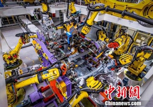 国内首个具备全铝车身制造能力的车身车间,共有机器人391台