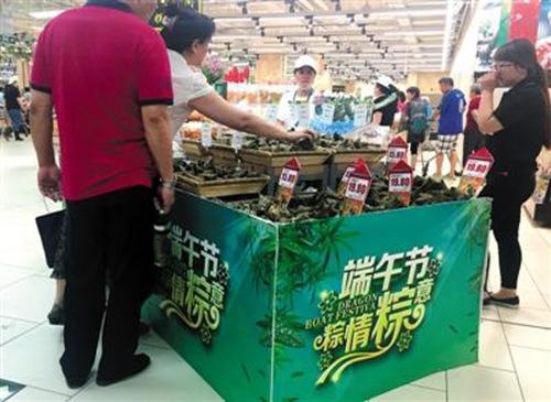 北京一家商超的粽子专柜。记者 王远征 摄 图片来源:新京报