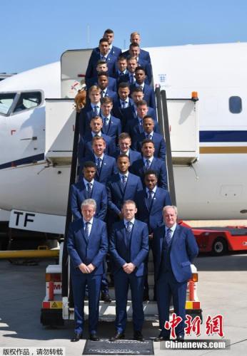 英格兰队出征2016欧洲杯全家福。