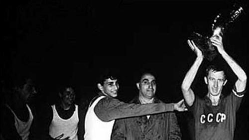 【1960年苏联夺冠】与世界杯、欧洲冠军杯和现代奥运会一样,欧洲足球锦标赛也是来自一名法国人的创意:法国足协秘书长亨利-德劳内。图片起源,新华网。
