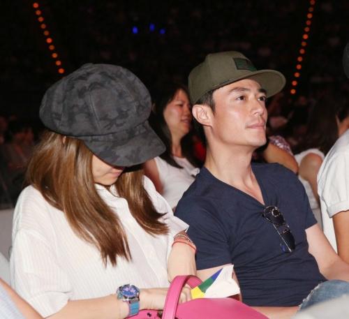 林心如(左)与霍建华出席观赏林忆莲演唱会。 记者陈瑞源/摄影