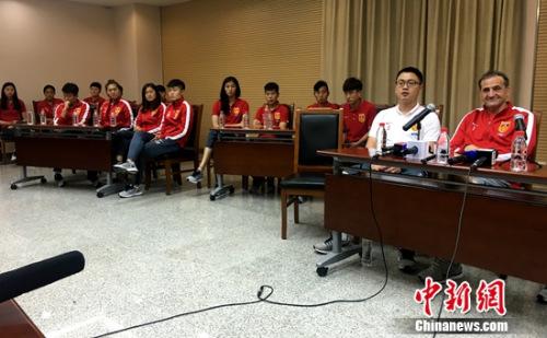 比尼的幽默创造了中国女足团结的球队气氛