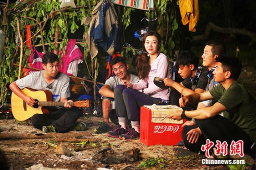 丛林家族卖唱