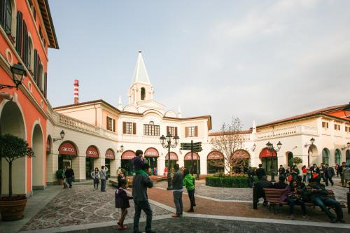 佛罗伦萨小镇深受周边地域耗费者青睐。