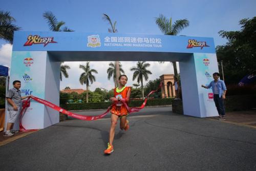 98年出生的徐桂城第一个冲过终点。活动主办方供图