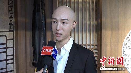 男旦董飞接受(微信公众号:cns2012)记者独家采访。