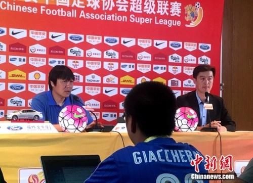 赛后,国安教练组组长谢峰连连遗憾