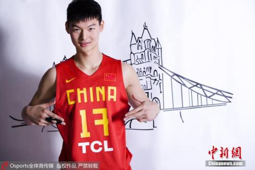 今年夏天,王哲林在NBA选秀中被孟菲斯灰熊选中