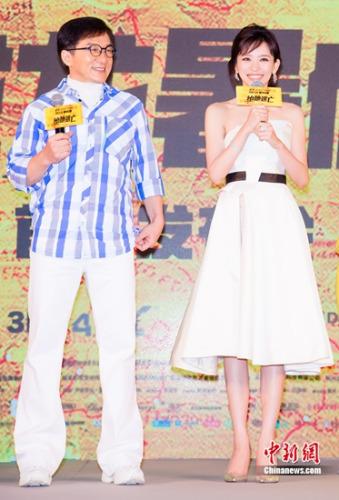 成龙(左) 片方供图