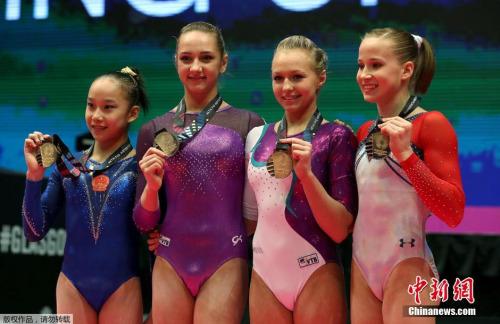 1年前的体操世锦赛女子高低杠决赛,中国的范忆琳、俄罗斯的科莫娃和斯皮里多诺娃以及美国的科西安,四人同分同时拿到金牌,这是体操世锦赛史上独一无二的一幕。