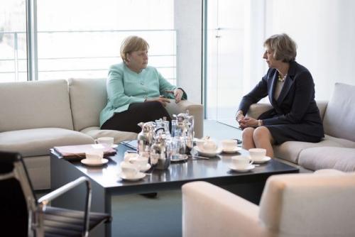英国首相特蕾莎·梅和德国总理默克尔在柏林会面。(图片来源:路透社)