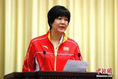 资料图:里约奥运会中国代表团成立,郎平代表教练员发言。 记者 富田 摄