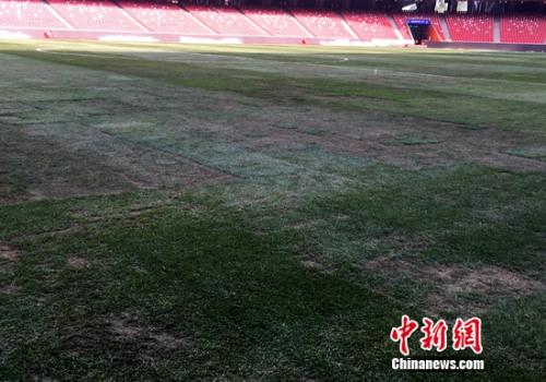 比赛日下午三时的鸟巢内场照片。记者王牧青摄。