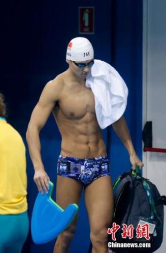 当地时间8月1日,中国游泳选手宁泽涛在巴西里约游泳赛场进行赛前训练。/ 记者 杜洋 摄
