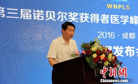中华中医药学会副秘书长谢钟正在发表演讲。