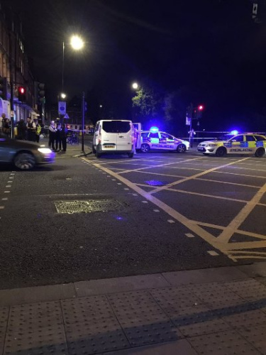 网友在社交网站上发布的图片,显示了事发现场附近已被警戒线封锁的情况。