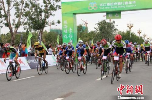 8月7日,发令枪响,男人组开启第二赛程的比赛。 史玉江 摄
