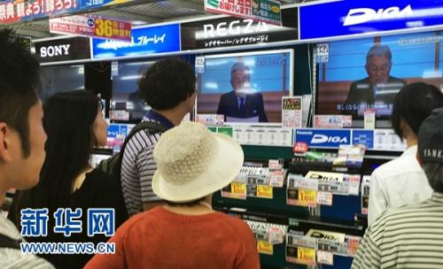 日本天皇流露生前退位意向 安倍表示将认真考虑