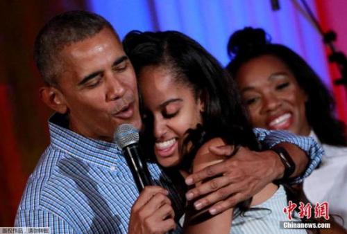 资料图:奥巴马和女儿