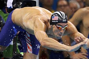 材料图:本地时刻8月7日,2016里约奥运举办女子4X100米自在泳接力竞赛,菲尔普斯领衔的美国队以3分09秒92夺得金牌,这也是菲尔普斯取得的奥运会第19金。
