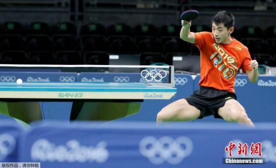 当地时间8月8日,里约奥运会乒乓球男子单打第三轮,中国选手张继科首秀。张继科迎战中华台北球手陈建安。张继科连下4局,4-0淘汰宿敌晋级第四轮,为里约之行打响开门红。